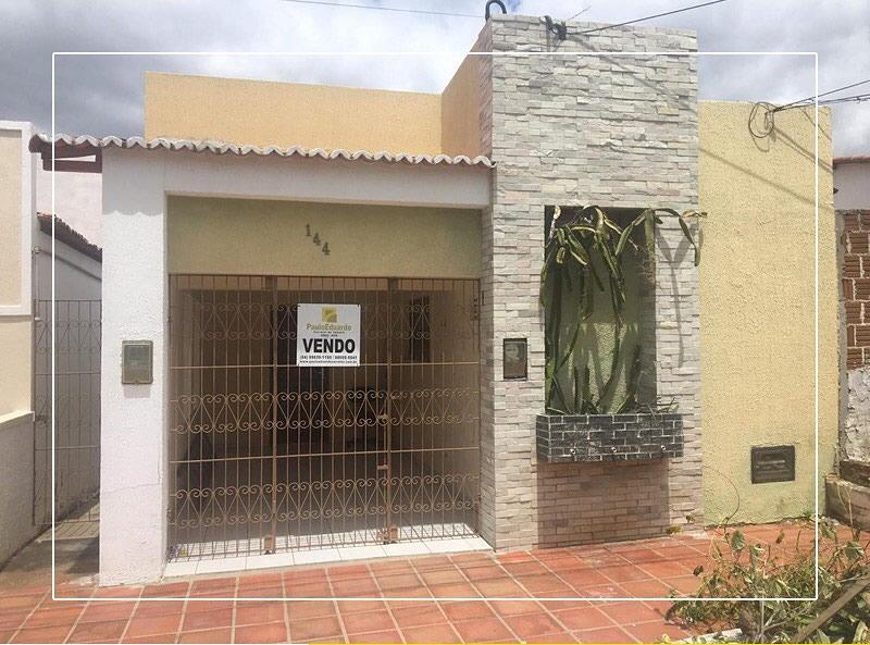 213 – Imóvel residencial na Rua Quintino Galvão, 144